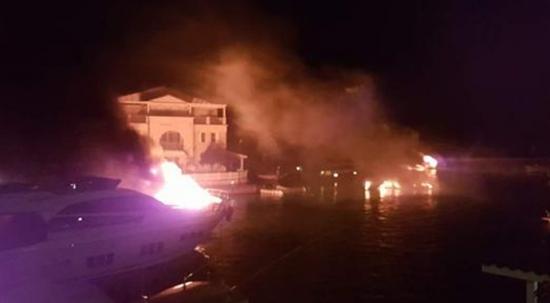 Alaçatı Marina'da yangın: En az 6 yat yandı