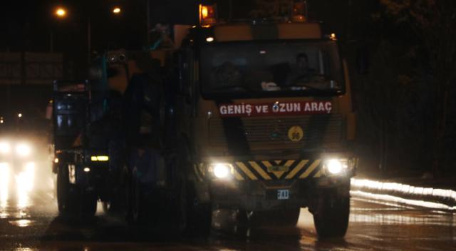 Afrin'e tank ve askerî personel sevkiyatı