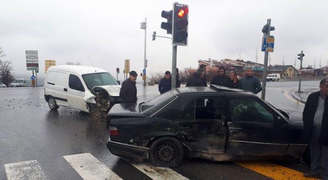 Ankara'da trafik kazası, yaralananlar var