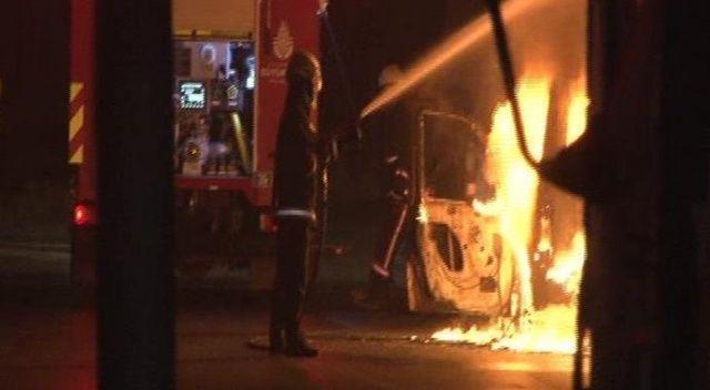Beyoğlu'nda polis aracı alev alev yandı