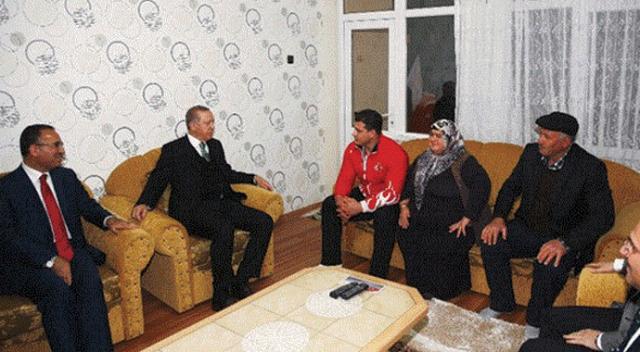 Erdoğan millî güreşçiyi evinde ziyaret etti