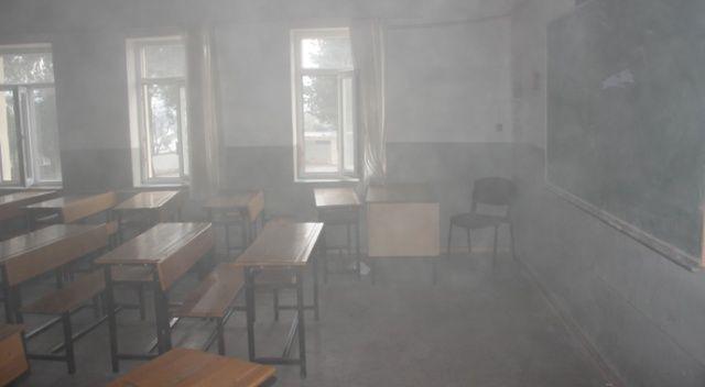 İlköğretim oklunda çıkan yangın korkuttu