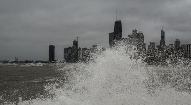 Indiana'da dalgalar 6 metreyi aştı