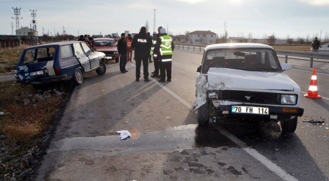 Karaman'da otomobiller çarpıştı, yaralananlar var