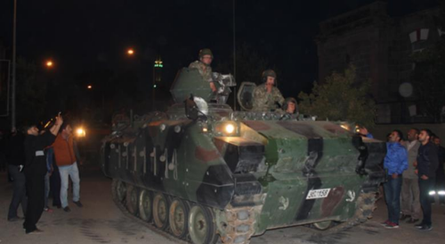 'Darbeci yarbay' askeri personele mühimmat dağıttırmış