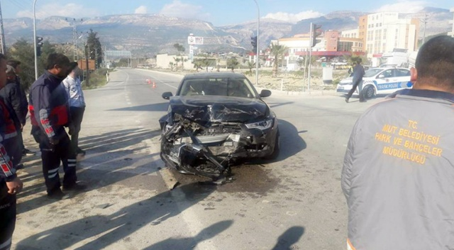 Makam aracı kaza yaptı, belediye başkanı ve 3 kişi yaralandı