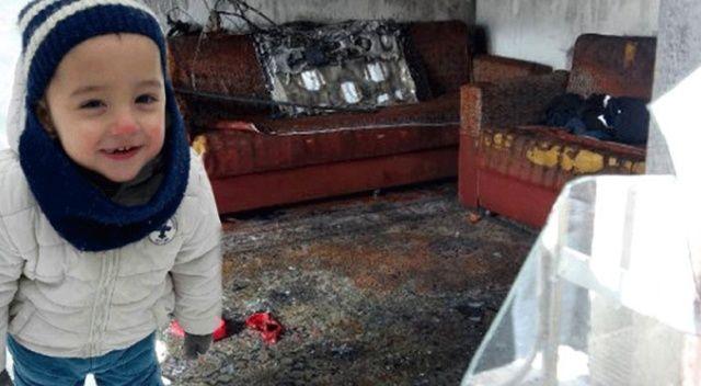 3,5 yaşındaki çocuk perdeyi yaktı, kardeşi alevler arasında kaldı