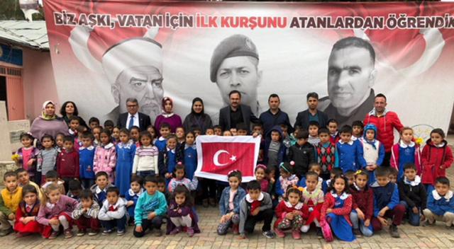 Dersimiz vatan sevgisi: 253 bin ilmekli bayrak ördüler