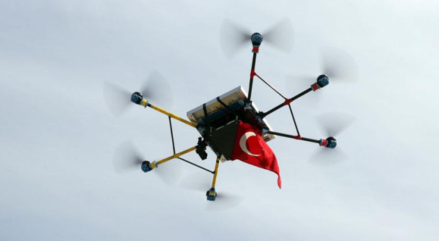 Lise öğrencileri, rüzgâr ve güneş enerjili drone geliştirdi