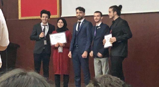 İhlas Koleji öğrencileri İKUMUN18'den ödülle döndü