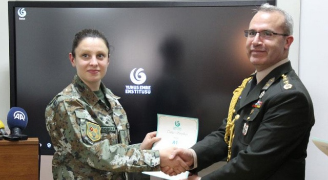 Makedonyalı askerî personele Türkçe sertifika