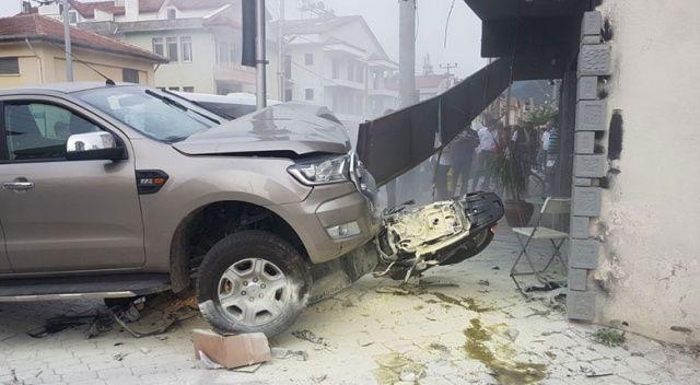 Muğla'da feci kaza! Ölümden saniyelerle kurtuldu