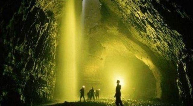 Rusya dünyanın en derin mağarasına indi!