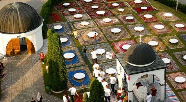 Bosna Hersek'in 'yerde çiçekler açtıran' iftar sofrası