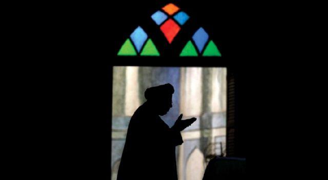 Kadir sûresini cuma gecesi bin defa okuyan Resûlullah'ı rüyasında görmeden ölmez…