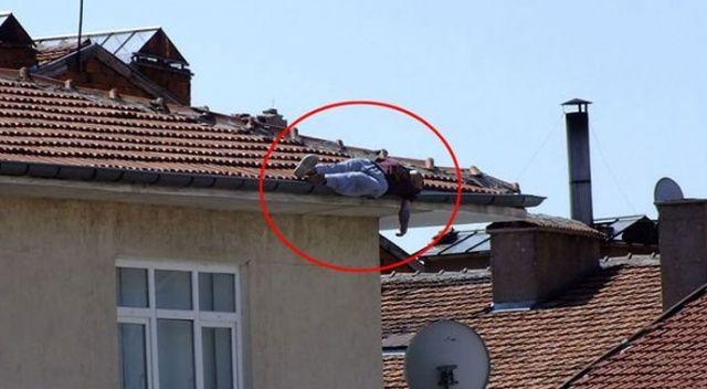 Çatıda uyuyordu... Bir anda kendisini yerde buldu!