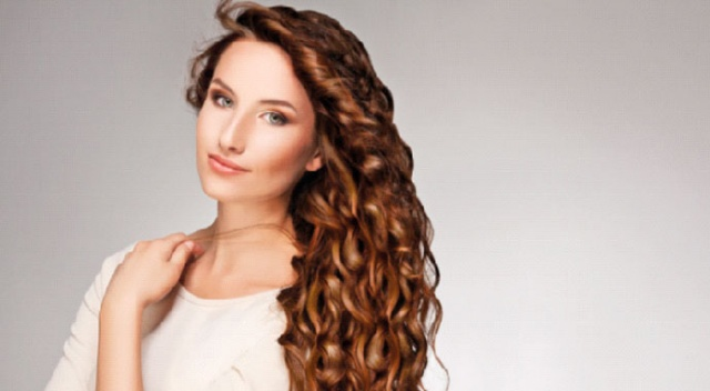 Türk kadını koyu ve dalgalı saçı tercih ediyor