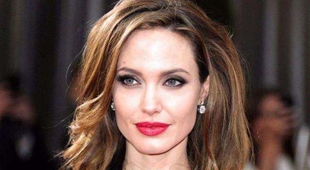 Angelina Jolie'den Kofi Annan mesajı