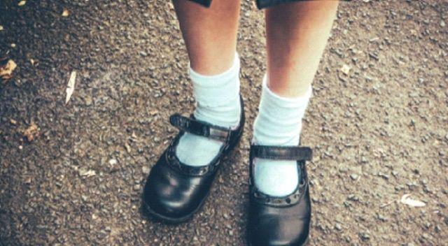 Aynı ayakkabıyı 2 gün giymesin