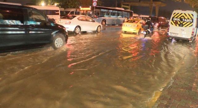 İstanbul'da sağanak yağış etkisini artırdı