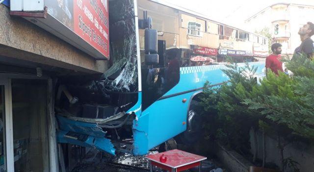 Bağcılar'da halk otobüsü 5 katlı binaya girdi