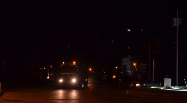 Suriye sınırına askeri sevkiyat gece de sürüyor