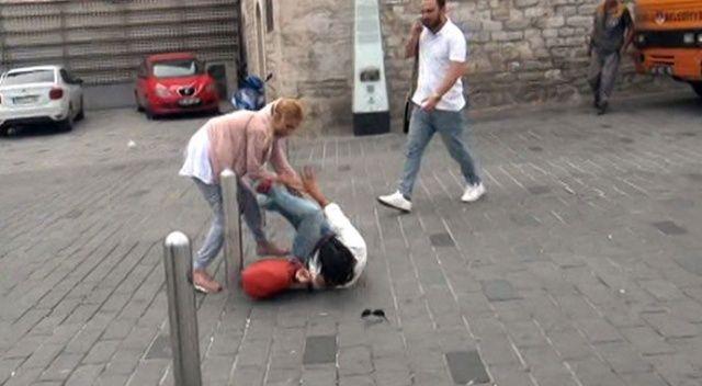 Taksim'de omuz atma kavgasında kızlar birbirine girdi!