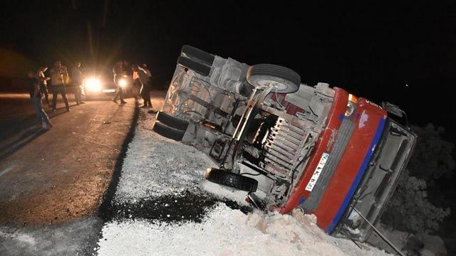 Tarım işçilerini taşıyan kamyonet devrildi: 17 yaralı
