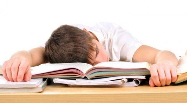 Uyku sorunu başarıyı düşürüyor