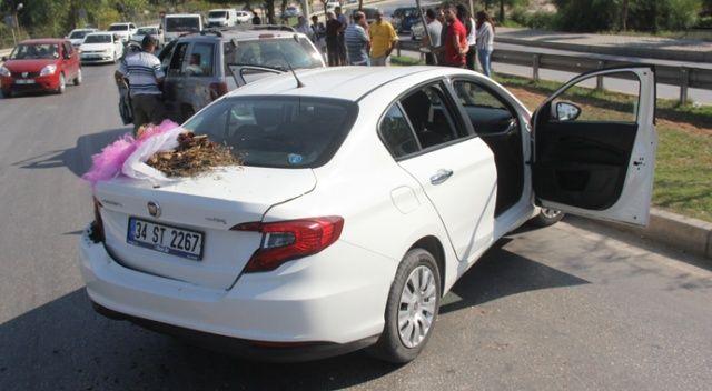 Adana'da gelin arabası kaza yaptı