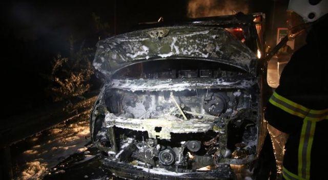 Hatay'da seyir halindeki araç yandı