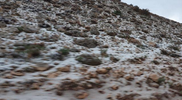 Kaş'ta dağlar beyaza büründü