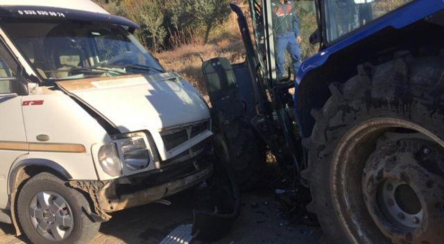 Aydın'da öğrenci servisi ile traktör çarpıştı: 8 yaralı