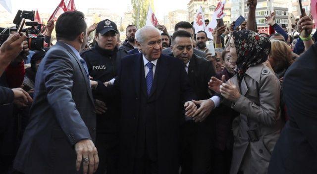 Devlet Bahçeli mahkum yakınlarıyla görüştü