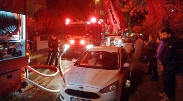 Kadıköy'de bir binada korkutan yangın