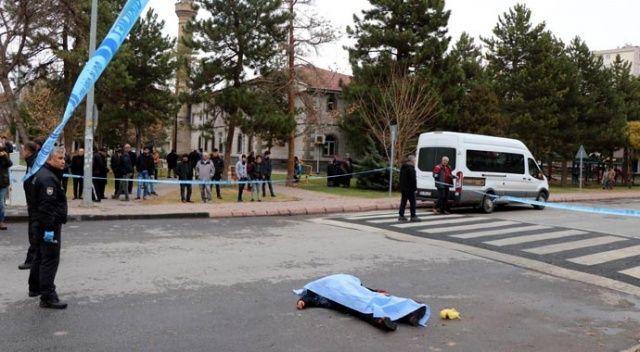 Birliktelik yaşadığı kadını sokak ortasında öldürdü