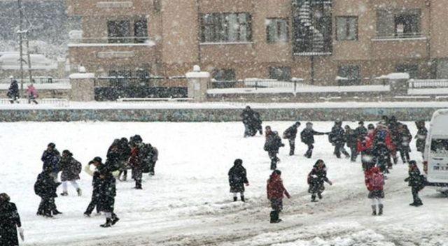 Bitlis'te kar yağışı nedeniyle okullar 1 gün tatil edildi