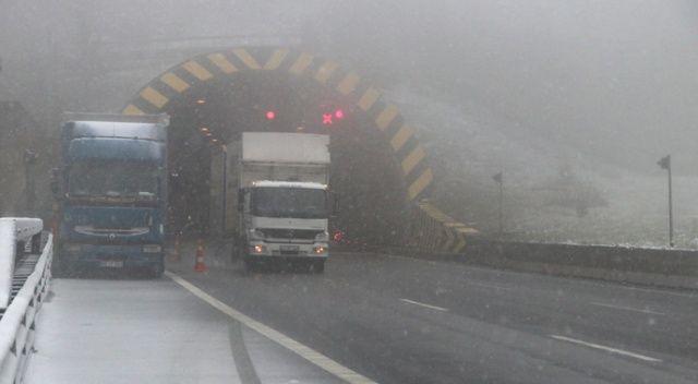 Bolu Dağı'nda kar yağışı nedeniyle ulaşım durdu