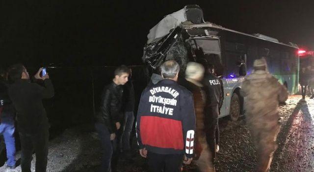 Diyarbakır'da feci kaza: 4 ölü, 5'i ağır 25 yaralı