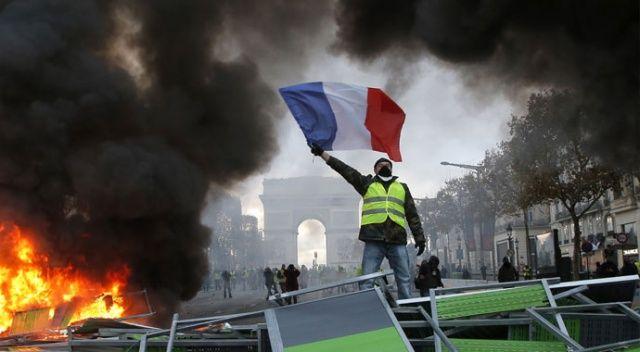 Fransa'da 700'den fazla lise öğrenci gözaltına alındı
