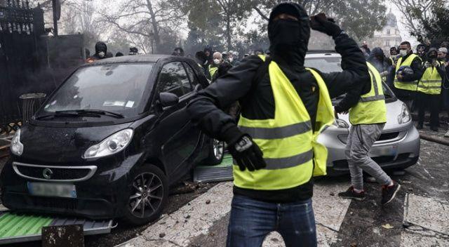 Fransız basını, Sarı Yelekliler'in darbe yapacağını iddia etti