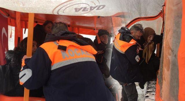 Kartepe'de mahsur kalan 2 otobüsteki 75 kişiyi AFAD ekipleri kurtardı
