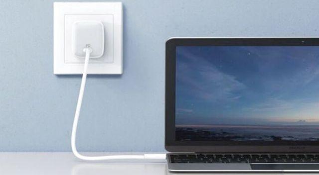 MacBook şarjı cebe girdi