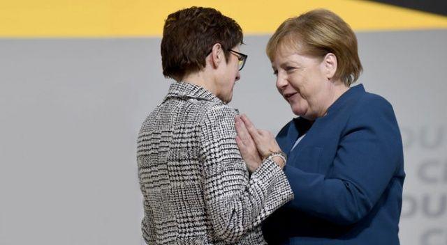 Merkel'in yerine gelen isim belli oldu! Karrenbauer, CDU'nun yeni başkanı oldu