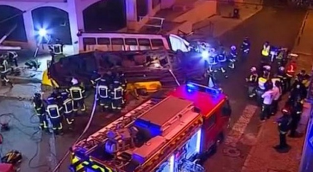 Portekiz'de tramvay devrildi: Çok sayıda yaralı var