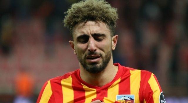 Protesto edilince gözyaşlarını tutamadı