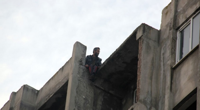 Samsun'da adliye karşısında 8. katta intihar girişimi