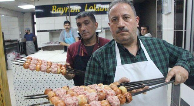 Şanlıurfa'da ilaç niyetine soğan kebabı yiyorlar