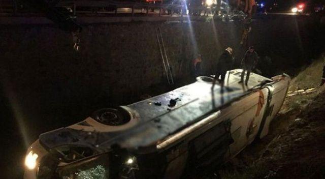 Sırbistan'da yolcu otobüsü devrildi: 3 ölü, 32 yaralı