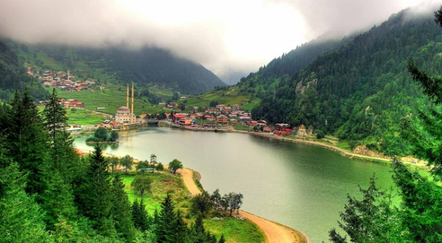 Trabzon Uzungöl'de çıkan Doğal Kaynak Suyuna dünya basınından yoğun ilgi